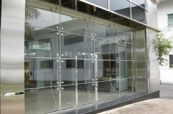 vách ngăn kính-sản phẩm gia công từ kính nổi