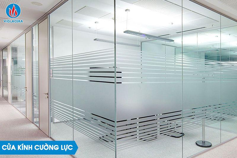 Cửa kính cường lực được sử dụng trong nhiều công trình