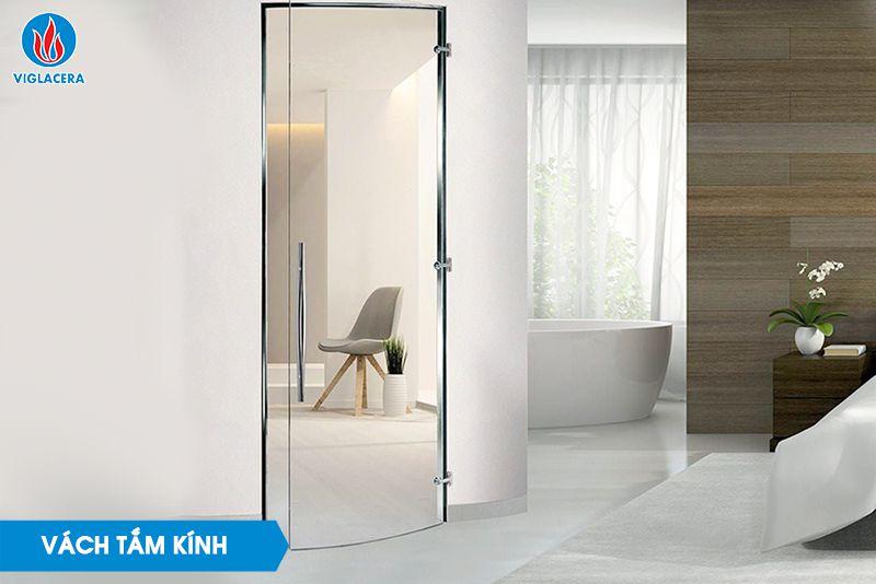 Vách tắm kính giúp ngăn cách không gian khô và ướt