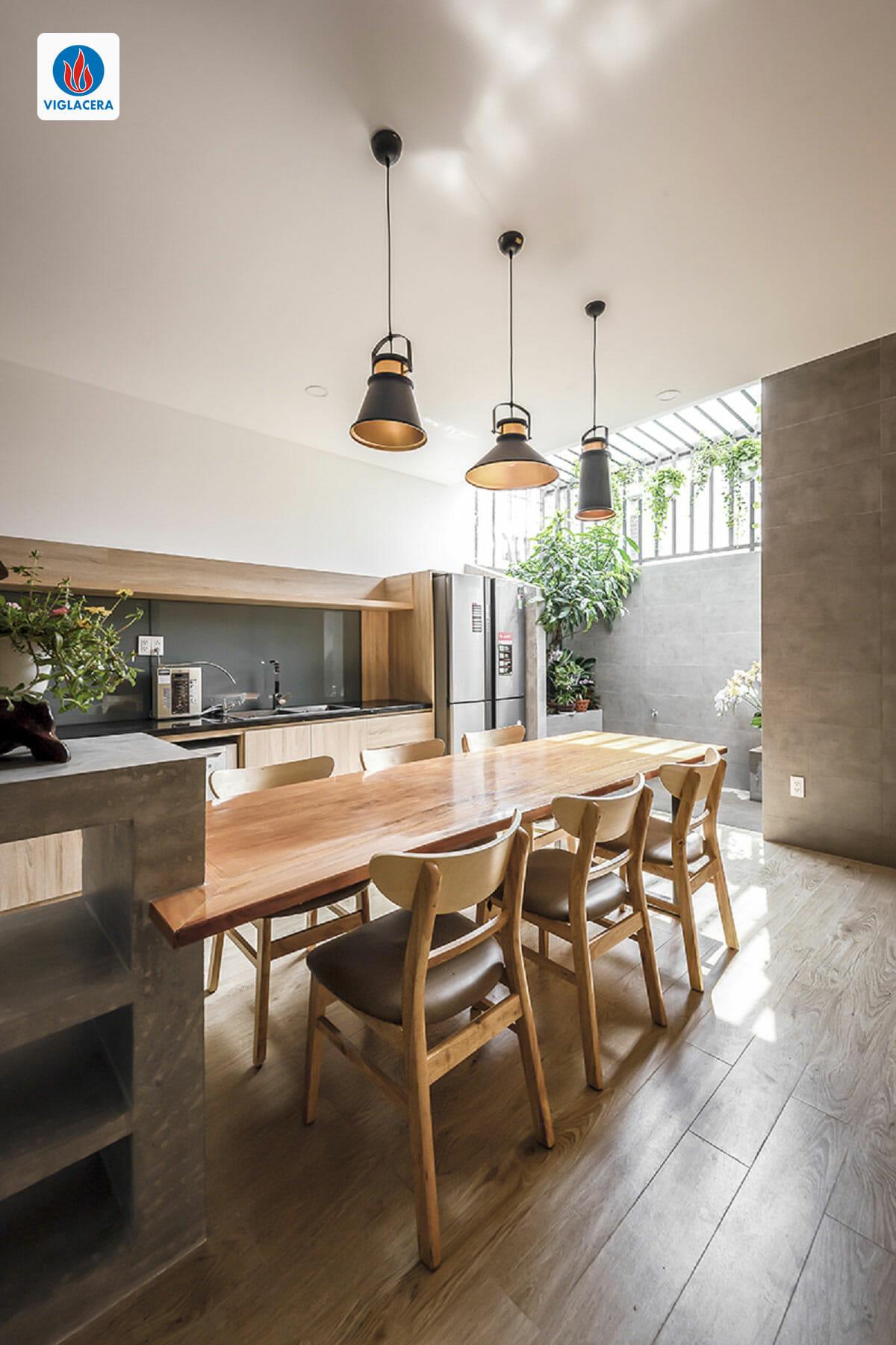 Phòng bếp tiện ích bên cạnh giếng trời