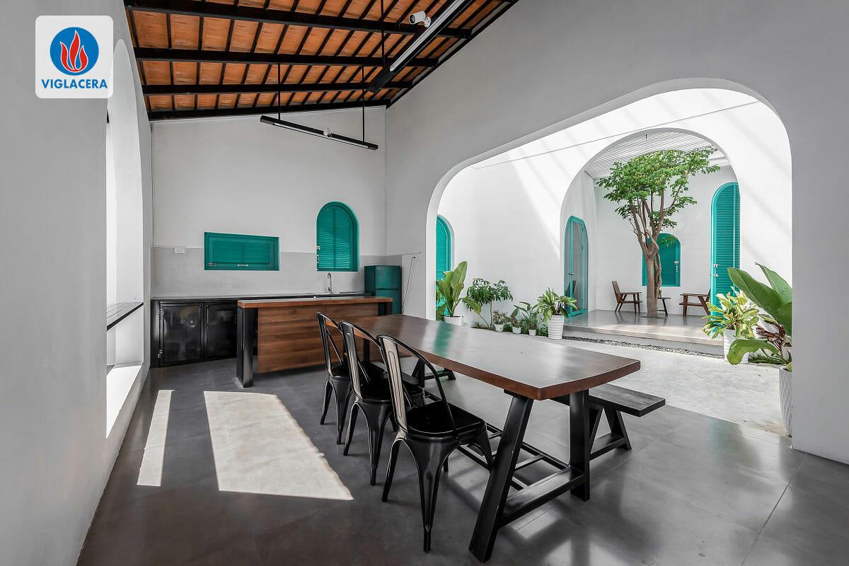Các phòng được thiết kế tách rời giữa 2 phòng ngủ và không gian chung gồm phòng khách, phòng bếp và phòng ăn
